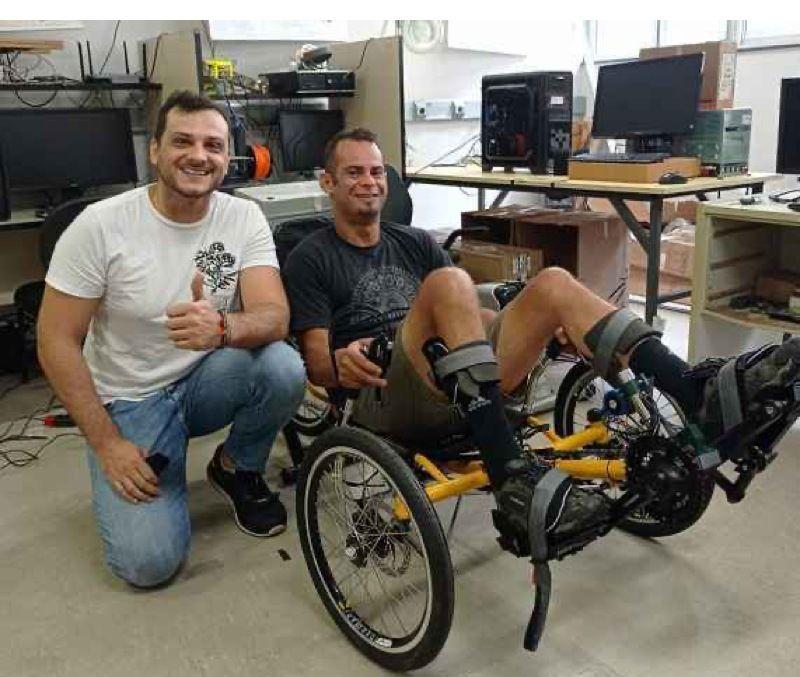 Triciclo híbrido propicia reabilitação e mobilidade de pessoas com lesão muscular - UFMG