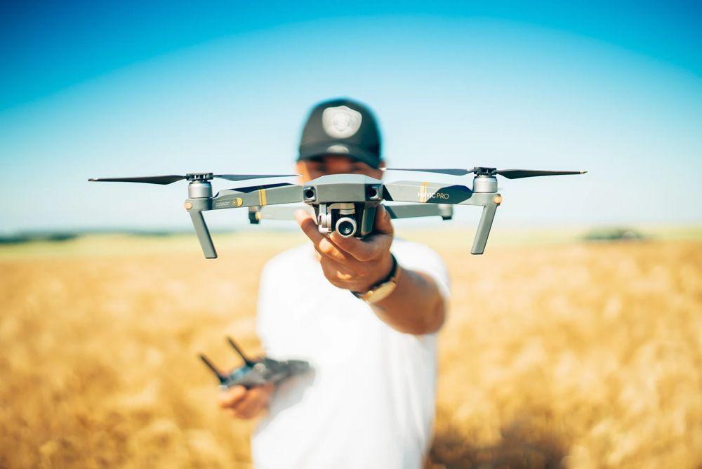 Desarrollan un sistema de control de vuelo automatizado para enjambres de drones  – UC3M